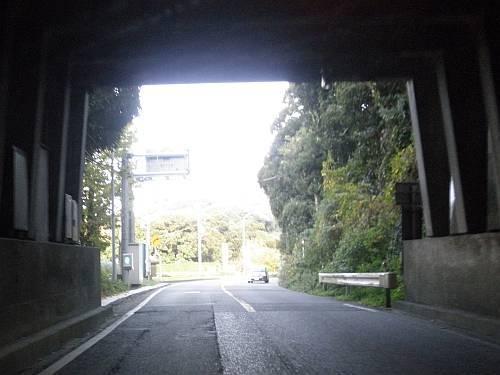道にあるちょっと古いもの-岩富隧道
