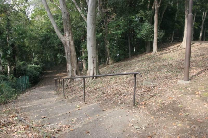 中和田城/西に下る坂