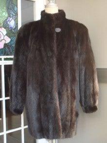 大木毛皮店工場長の毛皮修理リフォーム-毛皮 肩幅広い