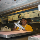 ハワイで一番有名な魚屋さんの記事より