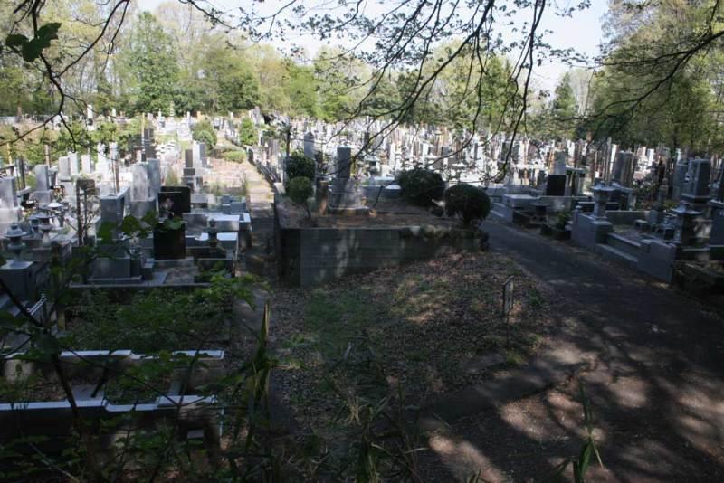 勝沼城/3郭は墓地となっている