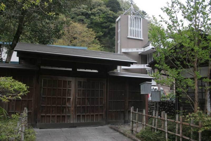 檜原番所の復元門