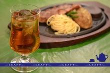 $イギリス紅茶専門店リーフィー英国貴族も愛した紅茶をご自宅へ-アイスティーとステーキ横