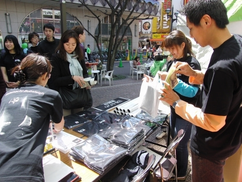 蒲田行進曲フェスタで下町ボブスレーTシャツ販売