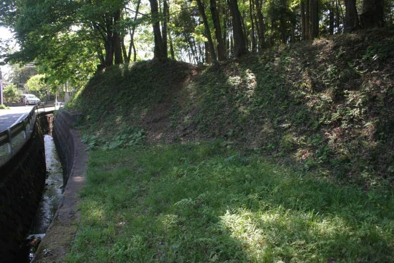 今井城/北の水路と土塁
