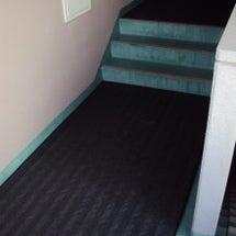 ◆共用階段と敷地内駐…