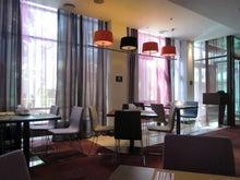 $松尾祐孝の音楽塾&作曲塾~音楽家・作曲家を夢見る貴方へ~-レストランはカラフルなデザインの空間