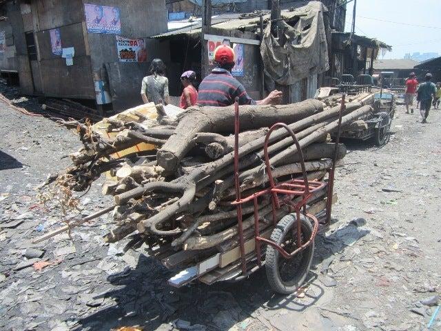 海とごみとチューク生活-collect scrap wood for some business
