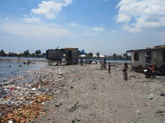 海とごみとチューク生活-many houses were removed