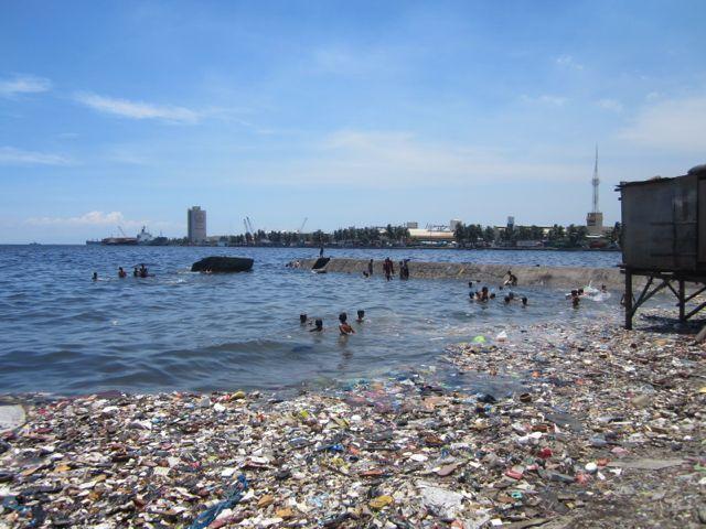 海とごみとチューク生活-kids are swimming in the sea where trash is floa