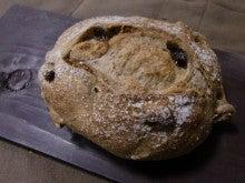 新島 天然酵母&国産小麦のパン屋                                  'Poco a Poco' ポコアポコ-フルーツ&クルミ