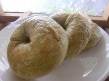 新島 天然酵母&国産小麦のパン屋                                     'Poco a Poco' ポコアポコ-明日葉ベーグル