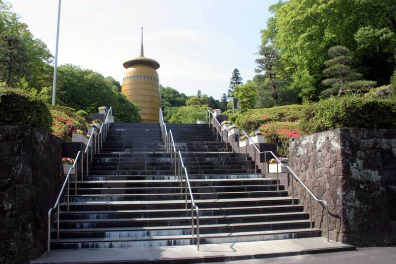初沢城/みころも聖堂の金色の塔