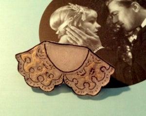 la petite chambre-brooch_collar_f