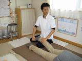高知で腰痛・肩こりの方が通う【口コミNo.1】整体院-足首回し(全身施術)