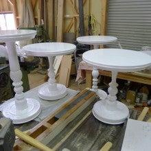 $オーダー家具・小物製作例 モダン・クラシック・カントリー・猫脚も木糸土にお任せ-店舗什器用クラシックスタイルの丸テーブル