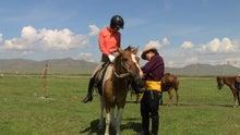 モンゴルで働くジャーナリストのblog-草原 乗馬 初心者乗馬