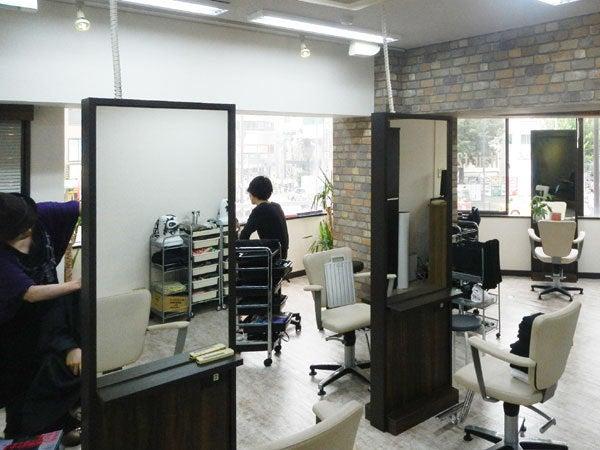 現場の出来事-美容室 f2f 新宿店 内装工事