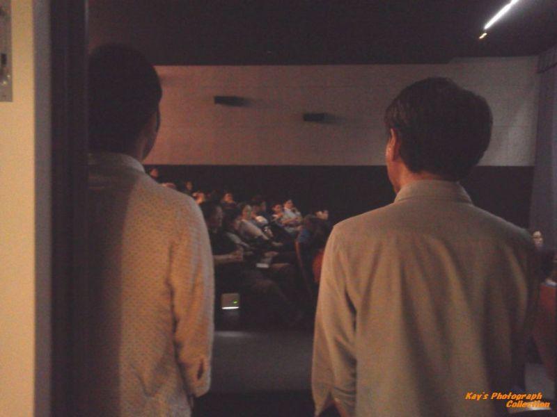 石塚恵子のおしゃべりモーニングのブログ-挨拶を待つ監督&Pb.jpg