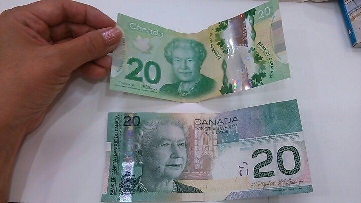 カナダドル紙幣…