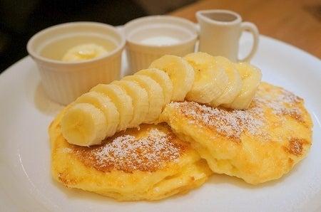 $大阪スイーツレポーターちひろのおいしいスイーツランキング-ベリーファンシーの美味しいフレンチパンケーキ