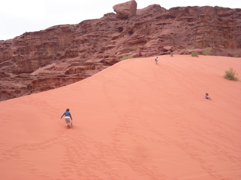 【とうとう】四十路女のありふれた日常-3609_砂山を上る。