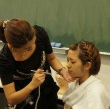$+  +神戸の大学でファッションを学ぼう+  +-エアブラシ