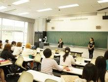 $+  +神戸の大学でファッションを学ぼう+  +-半田先生