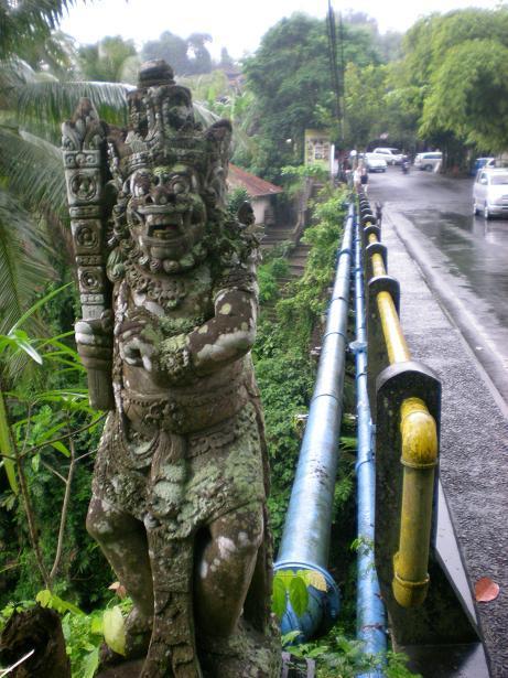 夫婦世界旅行-妻編-橋の石像