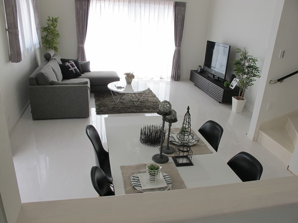 家具なび-モノトーンカラーのコーディネート事例