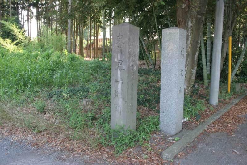 児山城/入口に有る城址碑