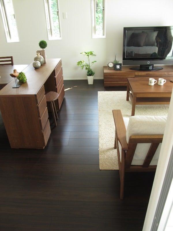 家具なび-ウォールナット材の家具で統一したLD空間