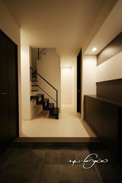 徳島県で家を建てるならサーロジック-鉄骨階段のある家