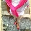 昨日はベージュ&ホワイトでシンプルコーデにピンクで差し色★PINK CHEMBUR履きました♪の画像