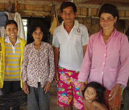 *カンボジアの綿クロマーと赤ちゃん帽子のお店*-カンボジアのクロマー