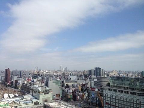 『眺望抜群の、新宿の穴場的カフェ&ラウンジ』