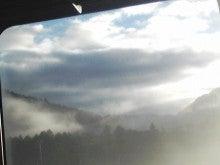 $メイブレラン潟さんのブログ-雲をかぶった山
