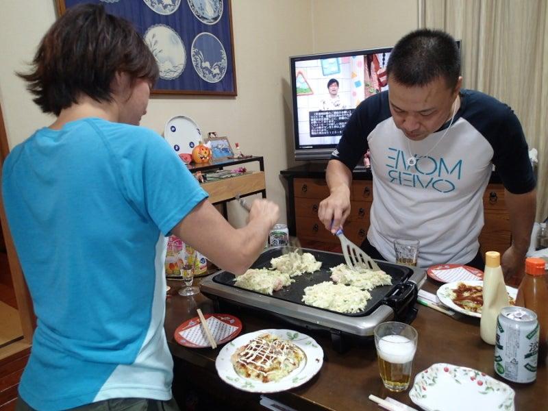 歩き人ふみの徒歩世界旅行 日本・台湾編-お好み焼きを焼く