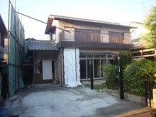 京都府向日市しいもと工務店のブログ-解体前の建物です。隣家養生をしてます。