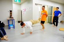 「股関節が硬い」徹底究明!中村考宏の超スムーズ股関節回転講座-動きのフィジカルトレーニング