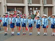 「旬魚たつみ」スタッフブログ-手旗行進