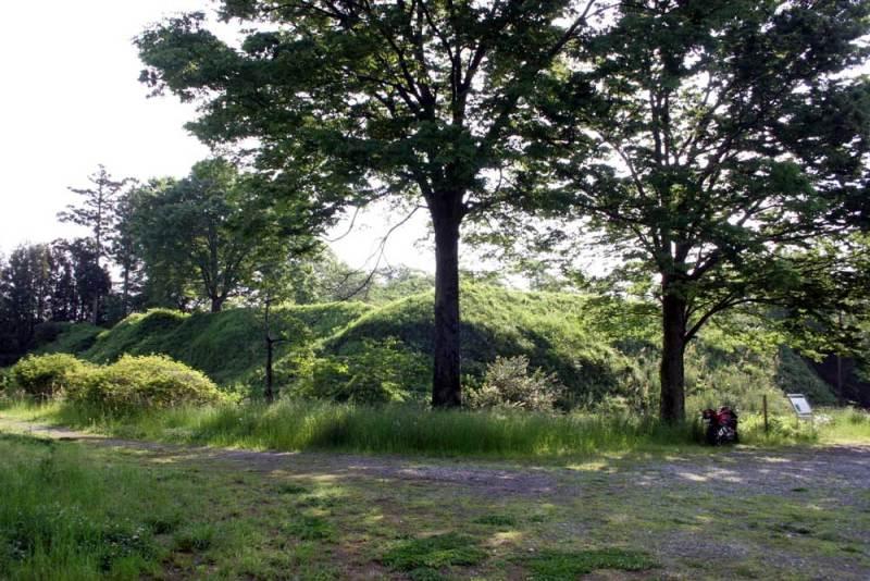 大胡城/本丸の空堀と土塁