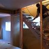3階建て光が降り注ぐ家の画像
