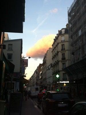 パリの向こう-この日の雲が。