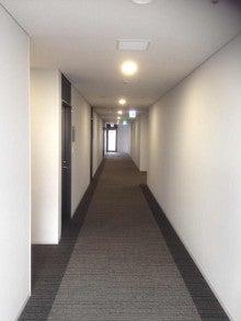 港湾会館の廊下。新しいよね。