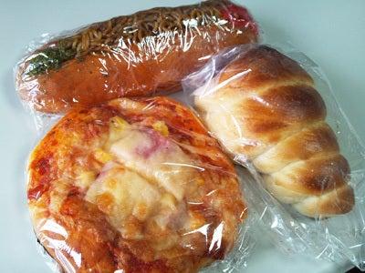 能代エーワンベーカリーのパン1