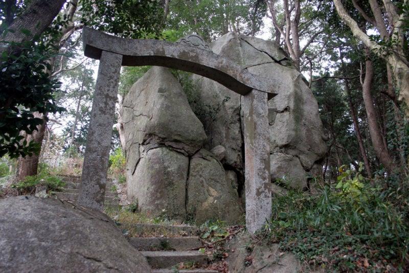 久津尾崎城/巨岩むき出し