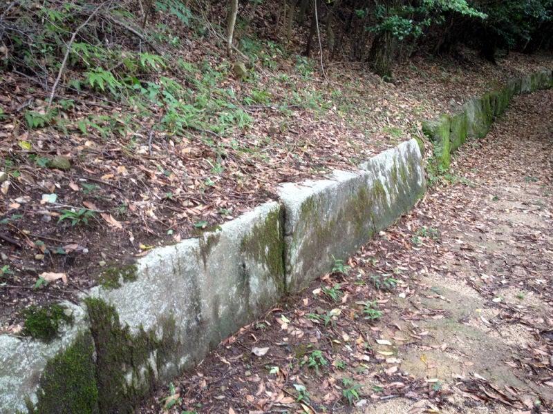 鹿毛馬神籠石/列石①