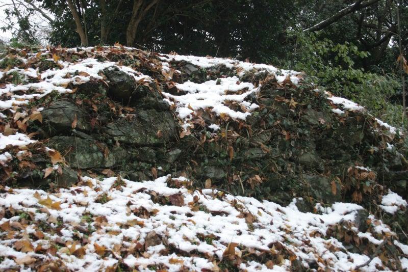 剣岳城/段差の所に石垣