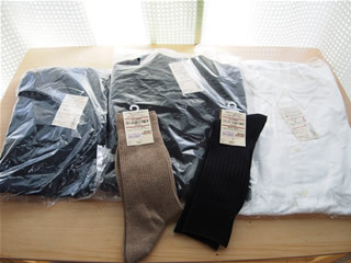 50番目くらいに並んでいたのですが、あっという間に洋服類はなくなりました。 残っていたのが紳士S3,000円のみ。